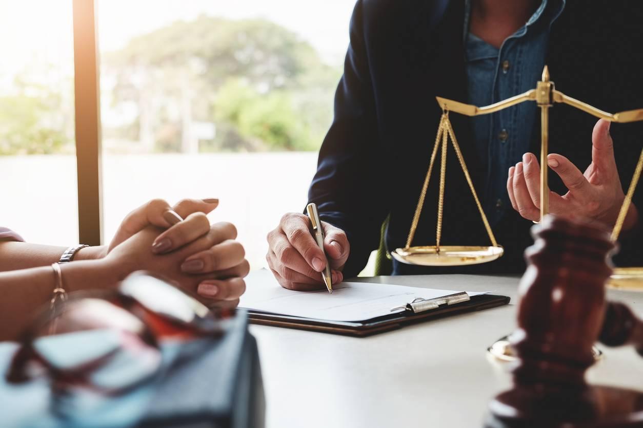 rôle de l'huissier de justice